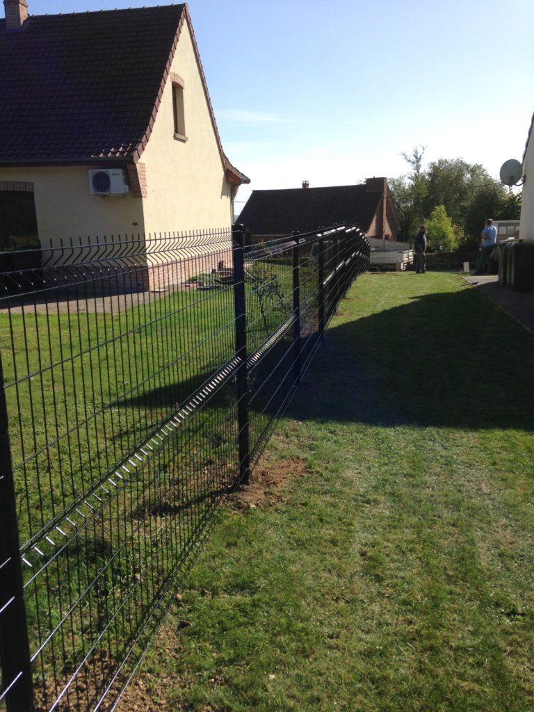 Réalisation d'une clôture en panneau rigide ral 9005 Noir