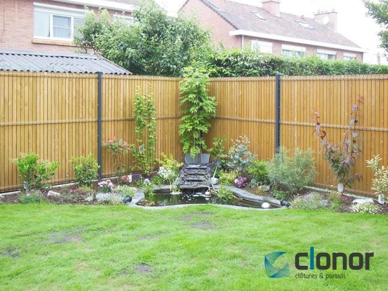 Photo d'une clôture rigide avec occultant en Bois