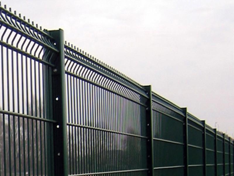 Photo d'une clôture rigide avec un panneau Clodyne ral 9005 Noir