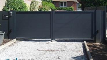Photo d'un portail battant alu plein ral 7016 gris anthracite
