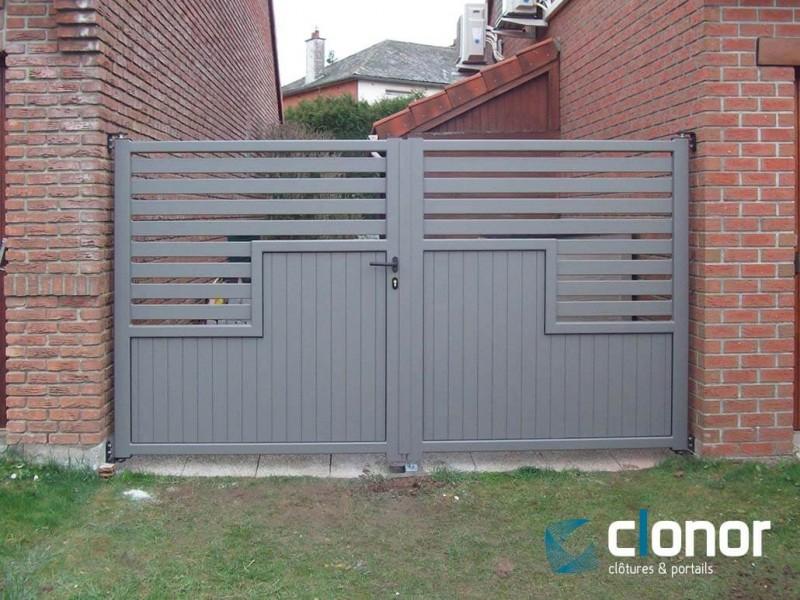 Photo d'un portail battant alu ral 7030 gris silex