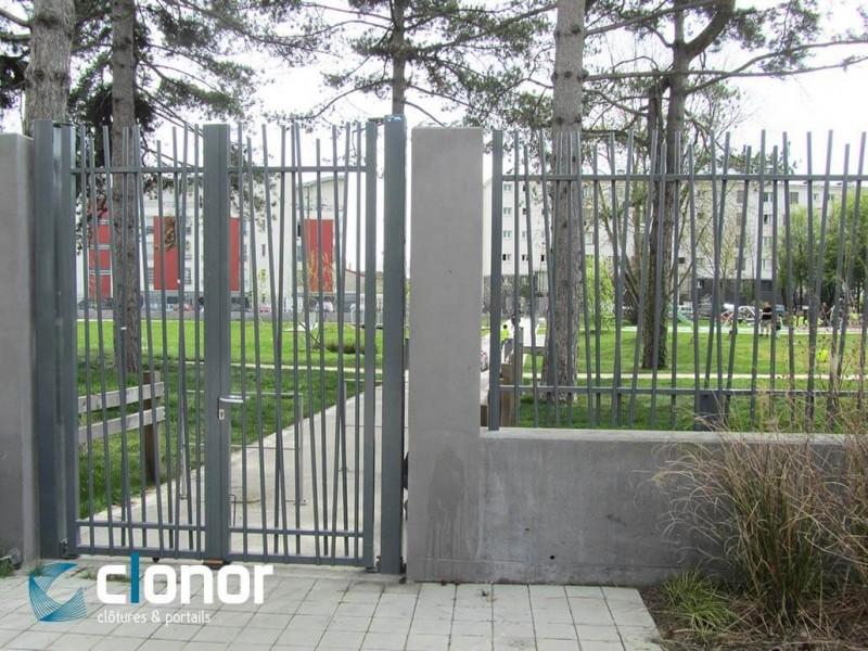 Photo d'un portail double battant bareaudé Diago Ral 7039