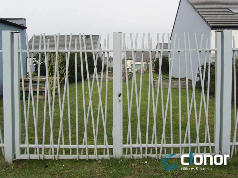 Photo d'un portail double battant bareaudé Diago Ral 9006