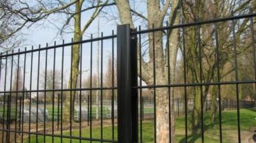 Photo d'une clôture rigide avec panneau Bifils ral 9005 noir