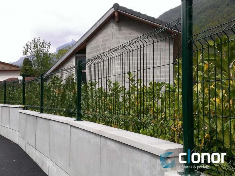 Clôture rigide avec panneaux plis et poteaux clogriff ral 6005 vert