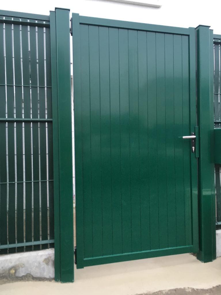 Pose de portillon aluminium ral 6005 vert et occultants verts