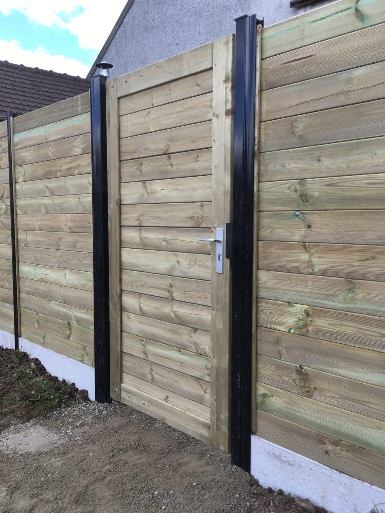 Portillon et clôture bois avec poteau alu renforcé